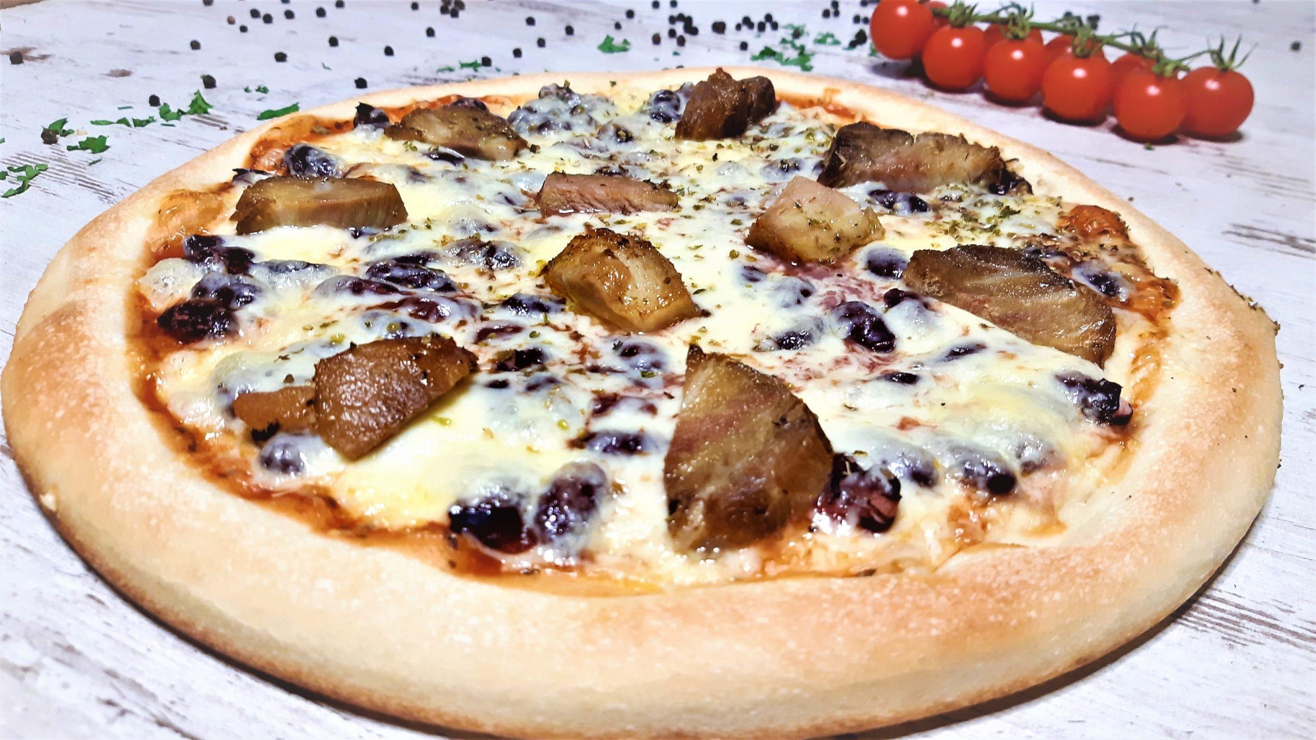 Csülkös babos pizza