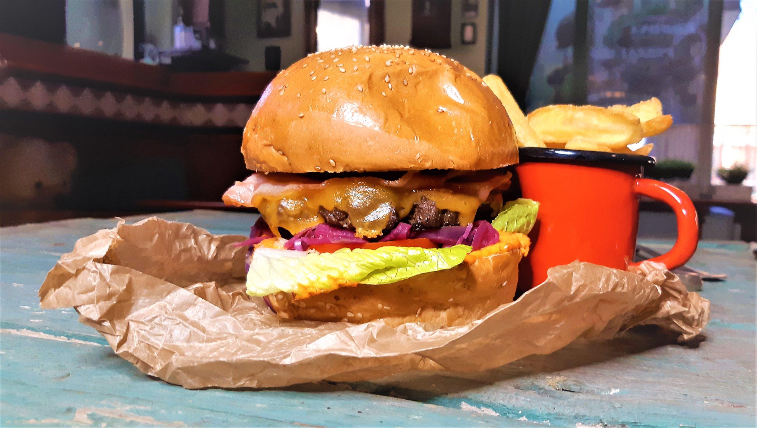 BurgerFaló csónakburgonyával